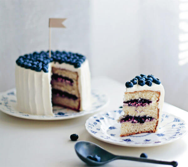 Free Project: Cardamom Cake with Blueberries from Lomelino's Cakes
